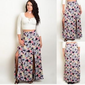 Gorgeous NWT slitted floral skirt 3X side zipper